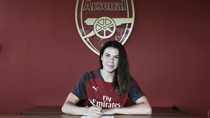 Arsenal sign Jessica Samuelsson