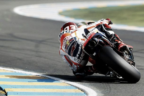 Le Mans, Marc Márquez conquista la pole position
