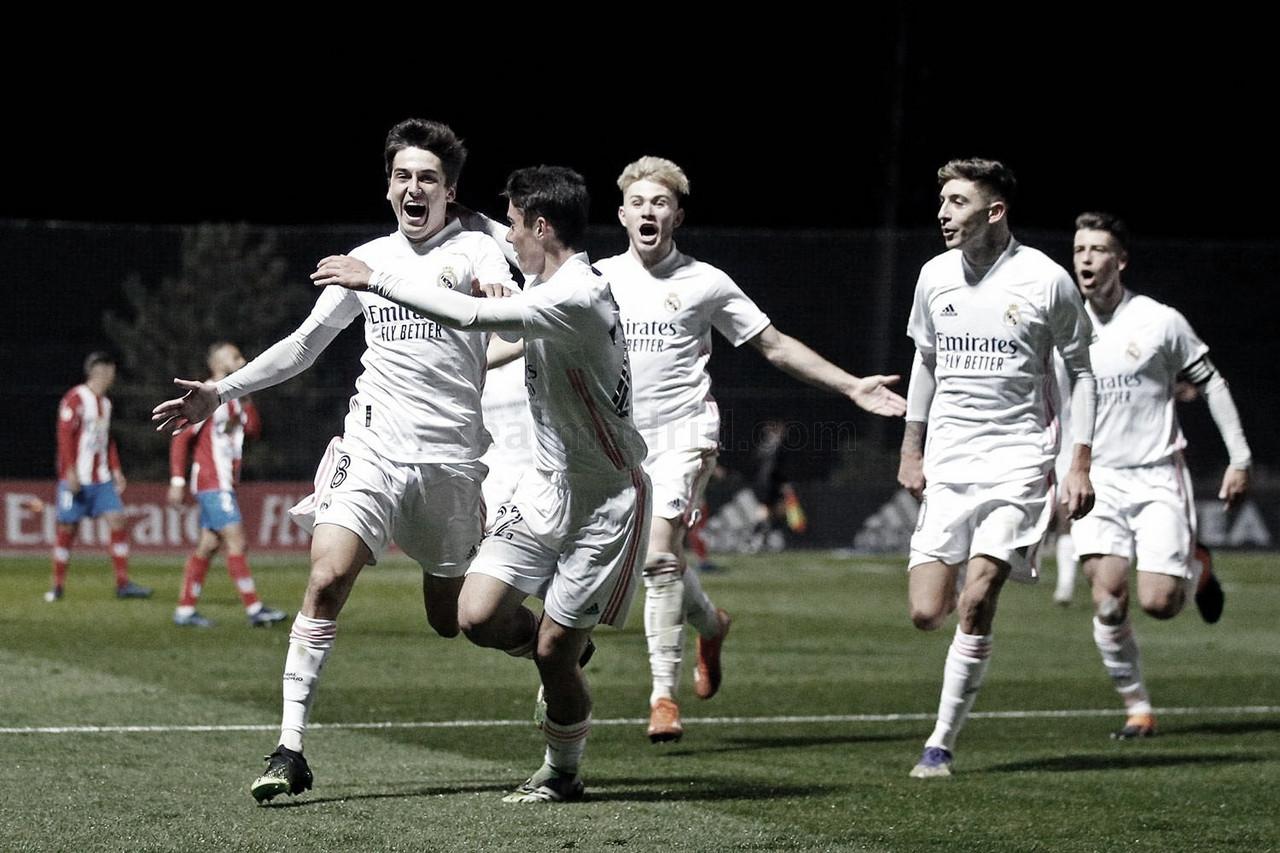 Los jugadores del Real Madrid Castilla celebran el 3-1 ante el Navalcarnero, obra de Carlos Dotor | Fuente: www.realmadrid.com