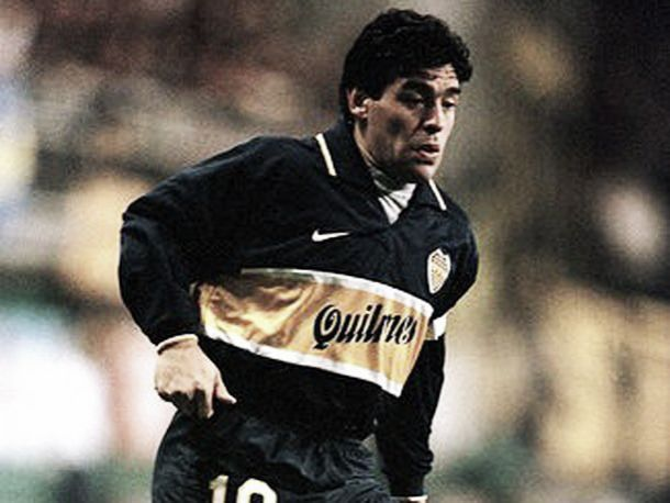Diego Maradona cumple 55 años y te mostramos su paso por Boca