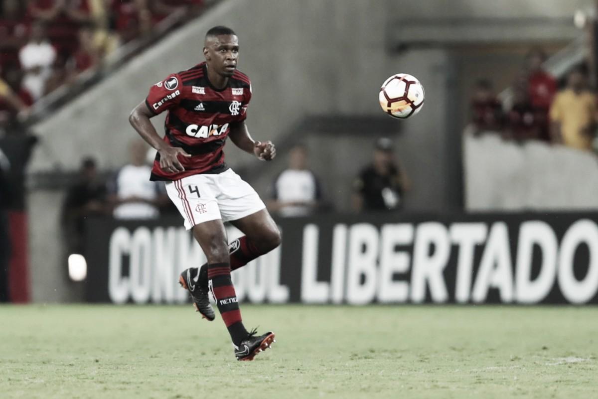 Com lesão na coxa, Juan é desfalque certo nas próximas duas partidas do Flamengo