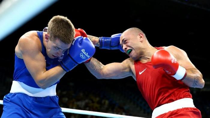 Juan Nogueira faz luta duríssima contra campeão mundial, mas acaba eliminado no boxe
