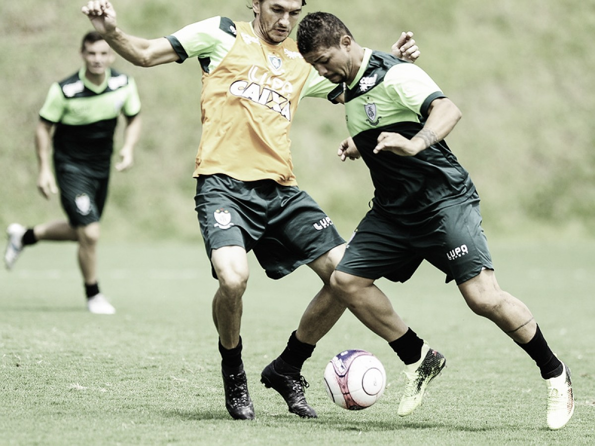 Ex-Cruzeiro, atacante Judivan é oficializado como reforço do América-MG