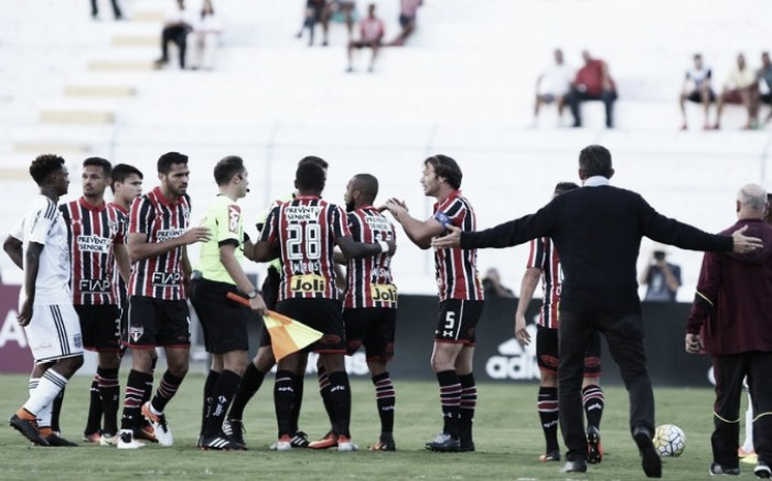 Em jogo polêmico, Ponte Preta vence São Paulo com gol de Clayson