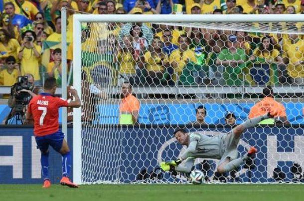 Julio Cesar fa grande il Brasile, Cile eliminato ai rigori