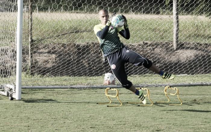 Júlio César sofre concussão na cabeça e vira dúvida para jogo contra Ceará