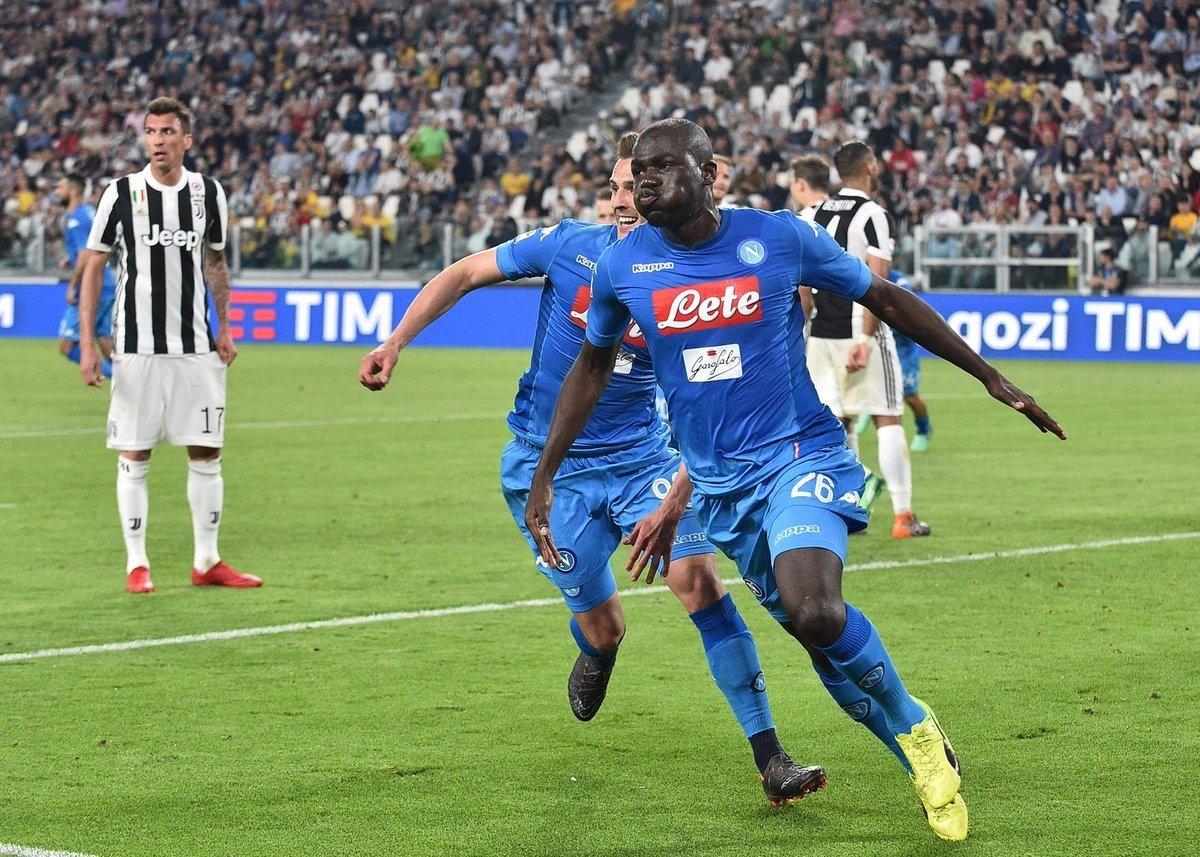 I tifosi del Napoli attendono la partenza della squadra per lo Stadium
