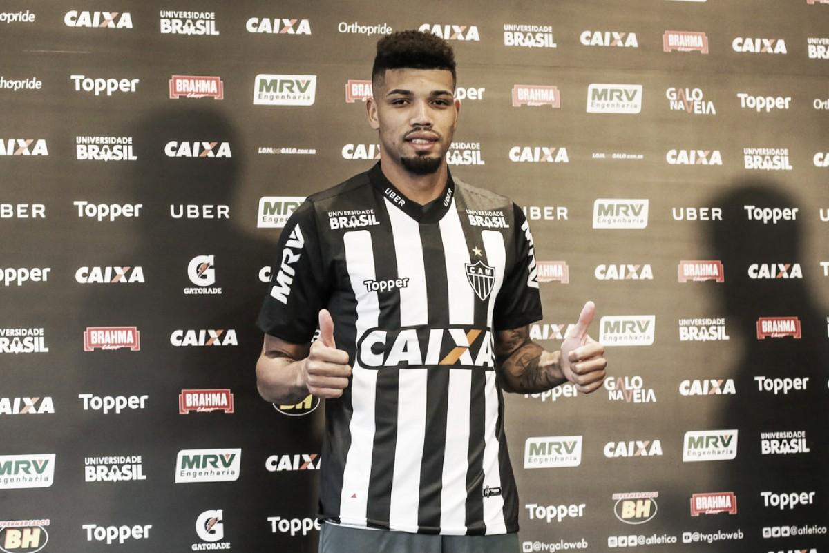 Juninho é apresentado e diz não temer concorrência no Atlético-MG