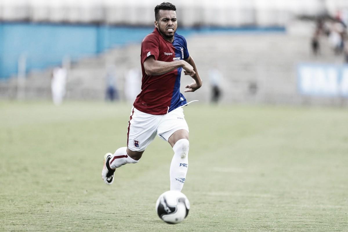 Destaque na defesa do Paraná, lateral Júnior trabalha para melhorar desempenho ofensivo