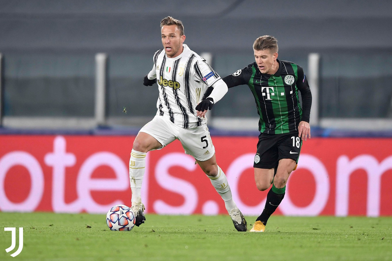 Arthur e Siger in azione. | Foto: Twitter @juventusfc