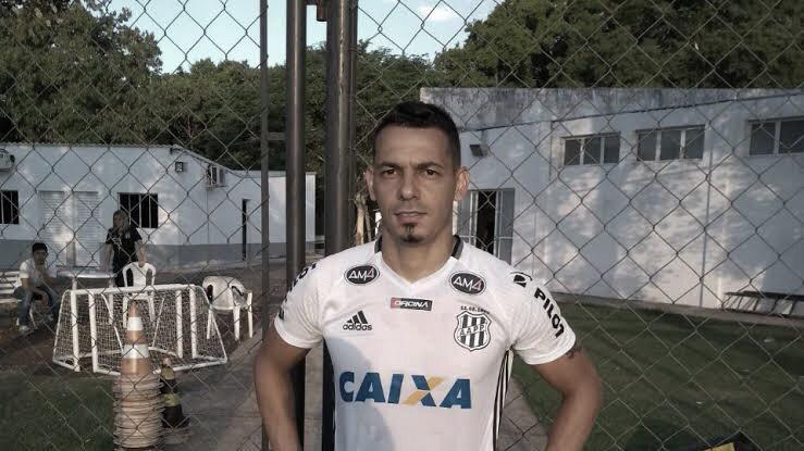 """Autor do gol da vitória, Roberto reforça chances de acesso da Ponte: """"Continuar acreditando"""""""