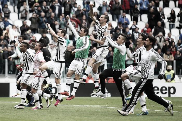 Hernanes marca e Juventus bate Carpi em Turim na festa do pentacampeonato