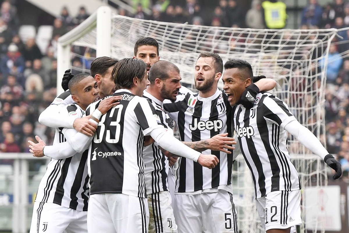 Alex Sandro giura amore ai bianconeri: