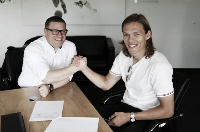 Vestergaard signs for Gladbach