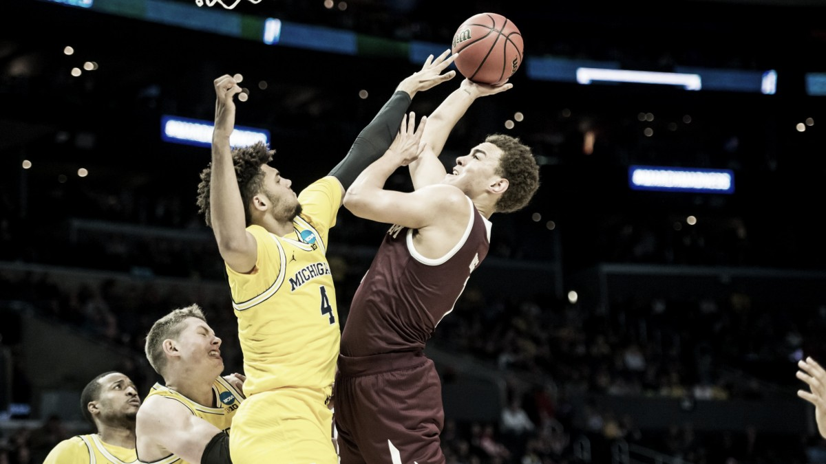 Sem dificuldades, Michigan atropela Texas A&M e avança de fase no March Madness