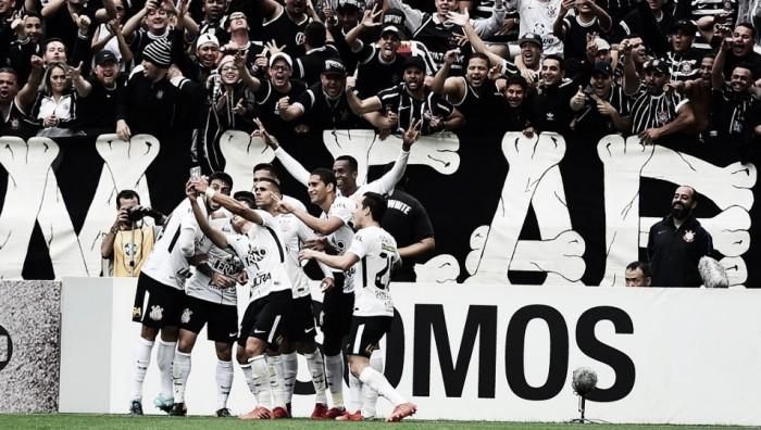 Com gols polêmicos, Corinthians vence derby contra Palmeiras e volta a disparar no Brasileirão