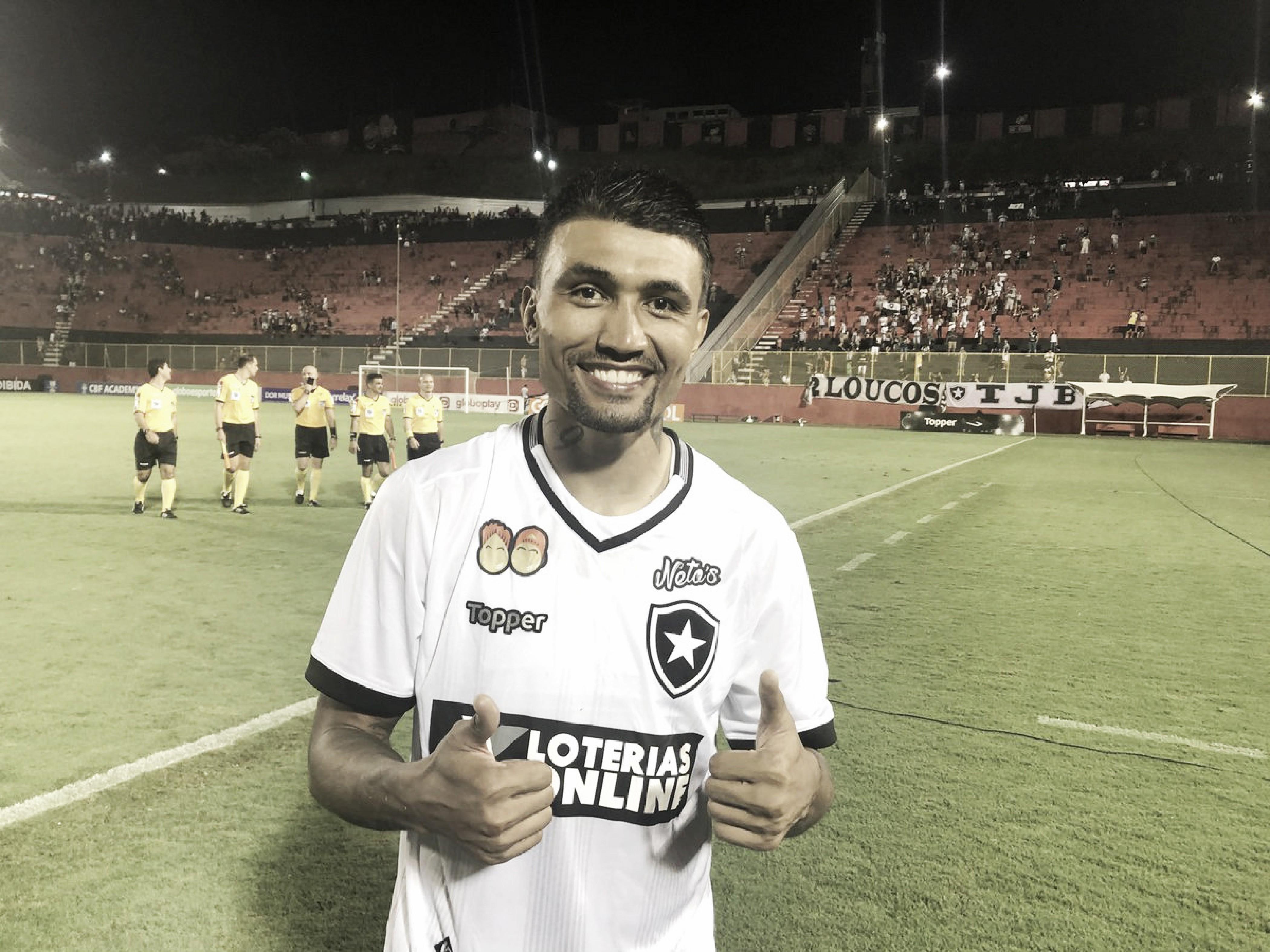 Kieza e Moisés comemoram segunda vitória seguida do Botafogo pelo Brasileirão