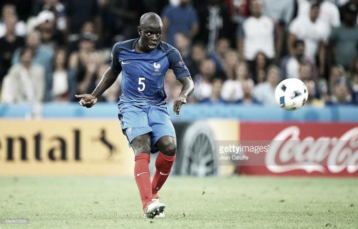Oficial: Kanté despede-se do Leicester e assina pelo Chelsea