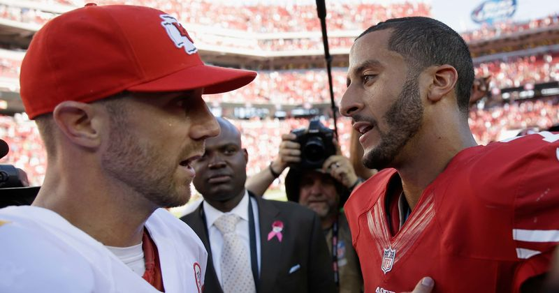 "Alex Smith still can't believe Colin Kaepernick ""isn't playing"""