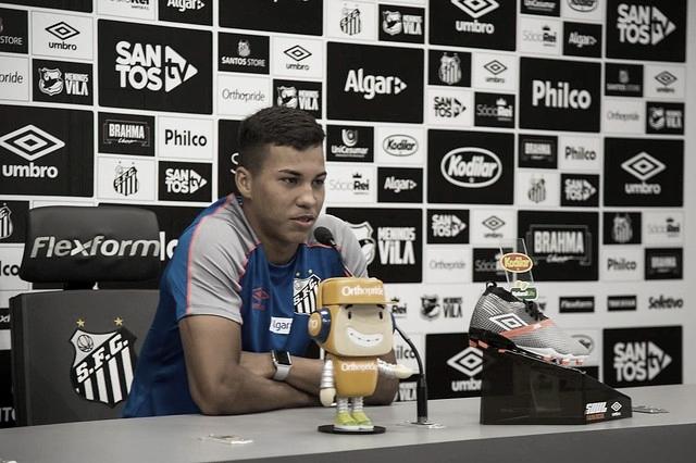 Após estreia no Brasileirão, Kaio Jorge ensaia comemoração para o primeiro gol