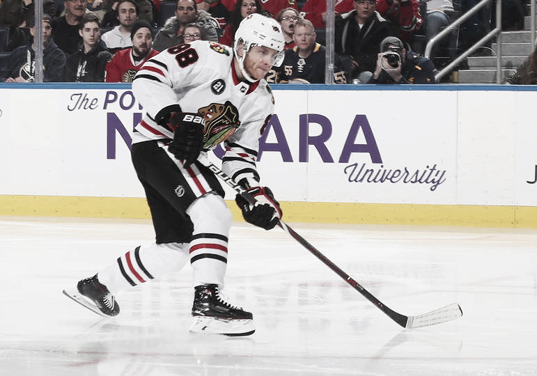 Patrick Kane alcanza los 900 puntos en la NHL