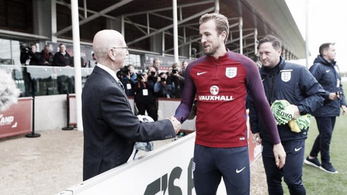 La FA Homenajea a Sir Bobby Charlton