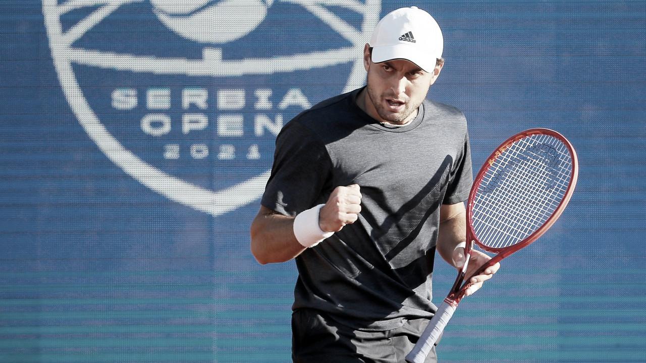 Após mais de três horas, Karatsev elimina Djokovic em jogaço nas semifinais em Belgrado
