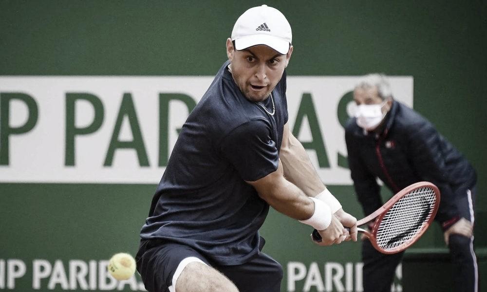 Em jogo interrompido pela chuva, Karatsev supera Musetti na estreia em Monte Carlo