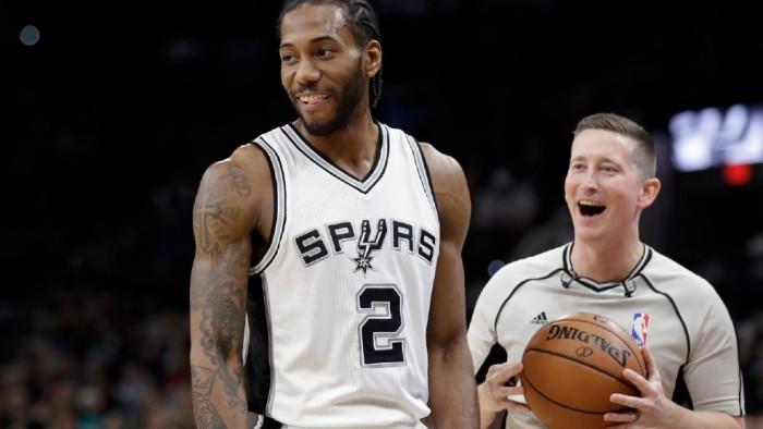 Gran partido de Leonard en la victoria de los Spurs