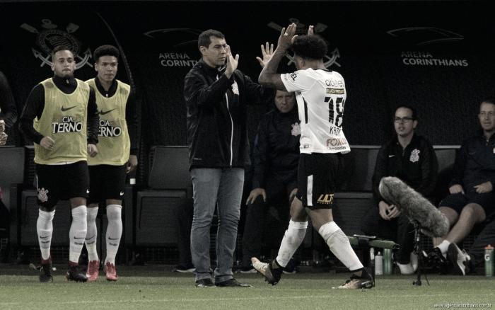 """Kazim aproxima Corinthians do título, mas pondera: """"Ainda não conquistamos nada"""""""