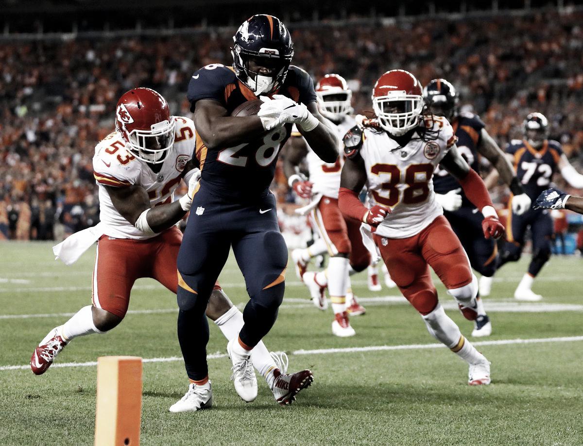 Voltereta de los Chiefs para mantener el invicto en Denver