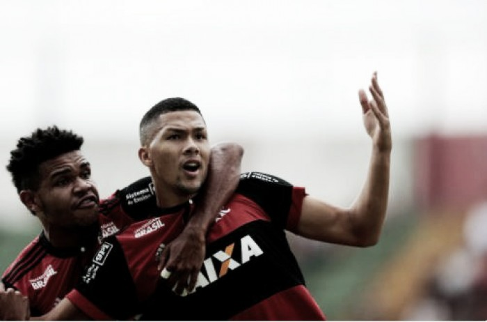 Vitor Gabriel marca duas vezes, Flamengo vence Portuguesa e vai à final da Copinha