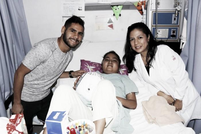 Daniel 'Keko' Villalva visitó el área de Oncología Pediátrica del Hospital Regional
