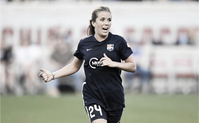 Houston Dash sign midfielder Kelly Conheeney