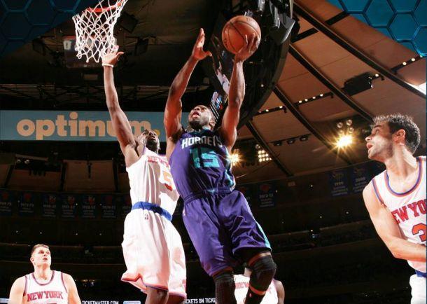 Continua l'incubo dei Knicks, gli Hornets passano al MSG