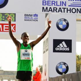 Patrick Makau gana en Berlín y bate el record del mundo