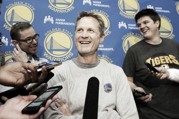Nba, Warriors senza Kerr, out per problemi alla schiena. Walton coach ad interim
