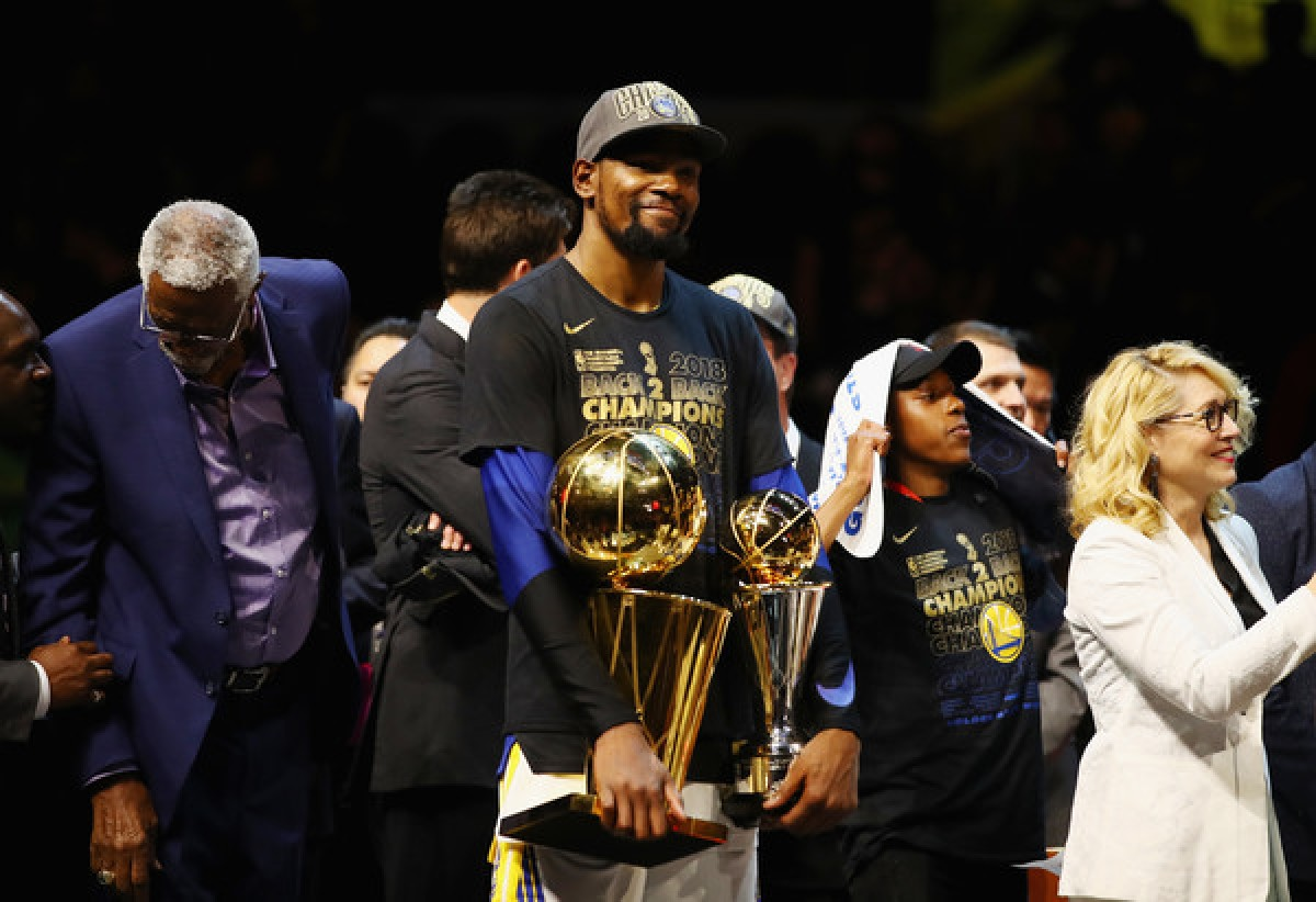 Kevin Durant re-signs with Golden State Warriors