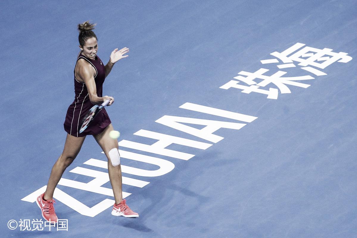 Poupando-se, Keys perde de virada para Wang, mas segue à semifinal em Zhuhai