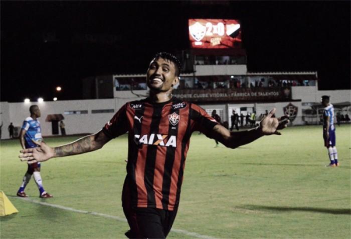 """Kieza exalta triunfo contra Corinthians e rechaça críticas ao elenco: """"É preciso mais respeito"""""""