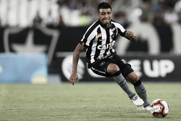 Estreante Kieza projeta evolução na equipe e rechaça favoritismo do Flamengo em semifinal da Taça GB