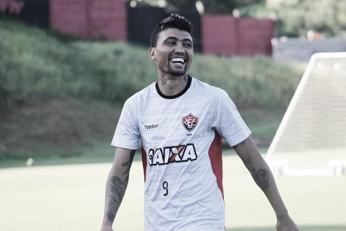 Capítulo final: Kieza fecha com Botafogo e é aguardado para realização de exames