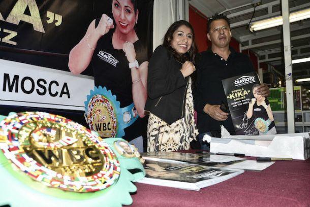 'Kika' Chávez comparte emociones con aficionados