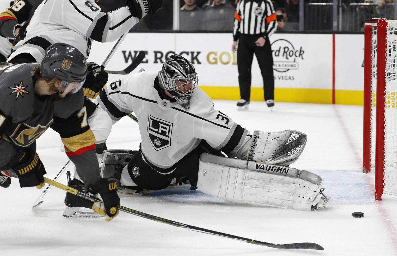 Los Maple Leafs realizan un trade para adquirir desde Los Ángeles a Campbell y Clifford