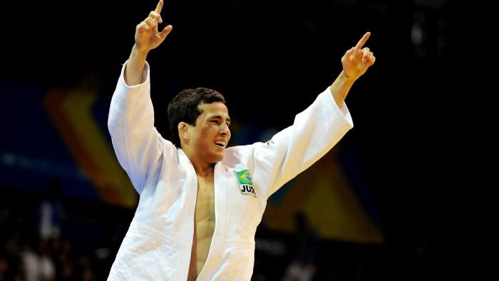 Judô: Felipe Kitadai vence Tobias Englmaier e garante briga por medalha
