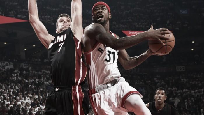 Com mais uma prorrogação, Raptors supera Heat em casa e empata série no Leste