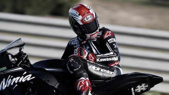 Rea obtiene la primera posición en los test y supera a Rossi