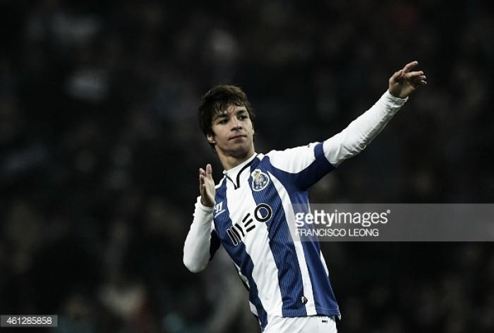 Óliver Torres perto do FC Porto
