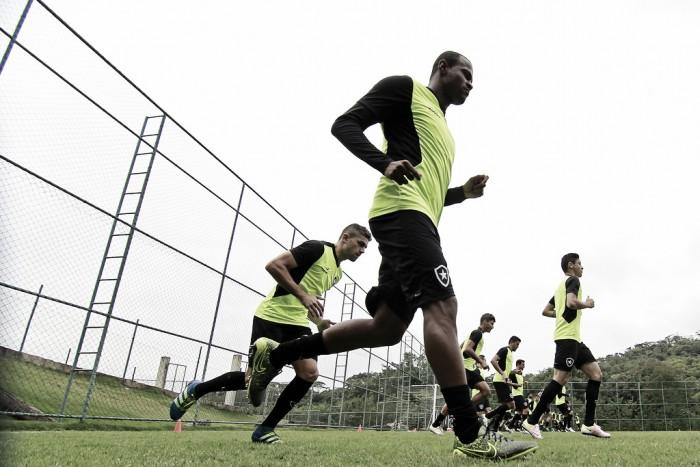 Botafogo enfrenta Vitória buscando se recuperar e deixar lanterna do Brasileirão