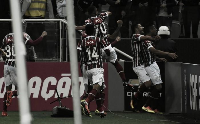 Cícero marca no fim, Fluminense vence Corinthians pela primeira vez em Itaquera e cola no G-4